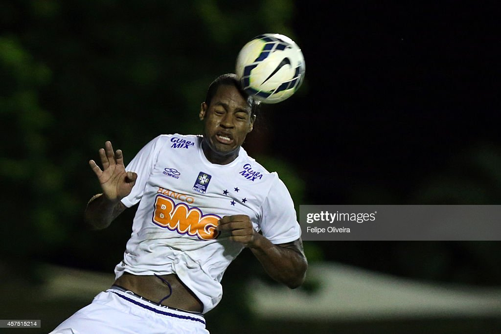 Dede of Cruzeiro heads the ball clear during the match between Vitoria and Cruzeiro as part of Brasileirao Series A 2014 at Estadio Manoel Barradas on October 19, 2014 in Salvador, Bahia, Brazil.