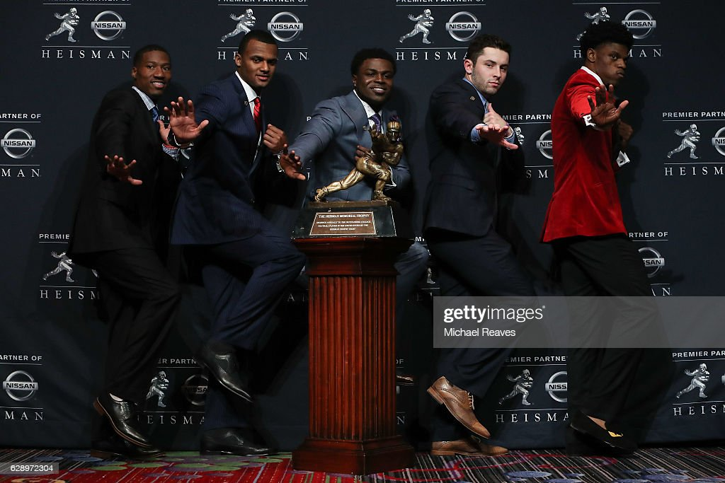 Dede Westbrook of the Oklahoma Sooners, Deshaun Watson of the Clemson Tigers, Jabrill Peppers of the Michigan Wolverines, Baker Mayfield of the Oklahoma Sooners and Lamar Jackson of the Louisville Cardinals pose for a photo with the Heisman trophy during a press conference prior to the 2016 Heisman Trophy Presentation at the Marriott Marquis on December 10, 2016 in New York City.
