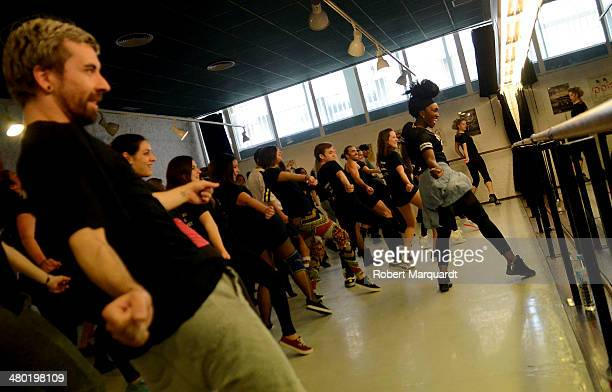 Dedee B conducts a dance workshop at the 'Coco Comin Escola de Dansa i Comedia Musical' on March 23 2014 in Barcelona Spain