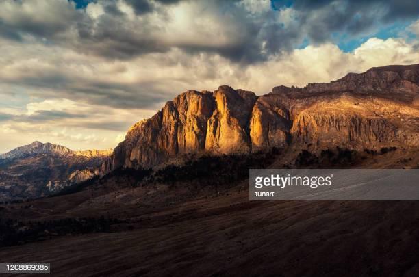 dedegol mountain and kuzukulagi plateau in turkey - escarpment stock pictures, royalty-free photos & images