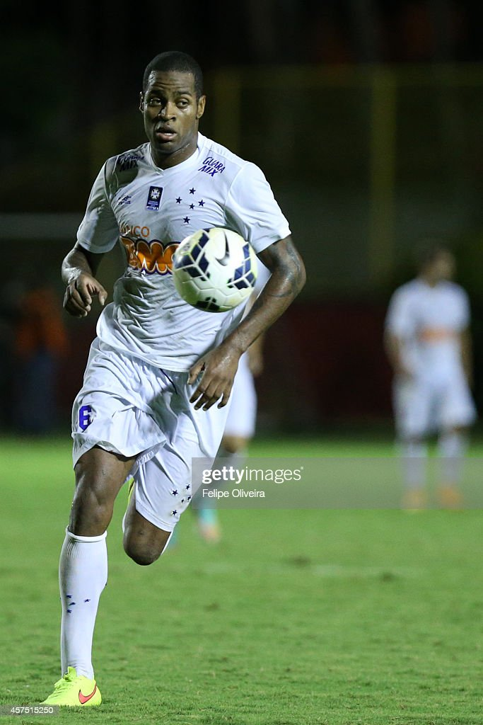 DedeX of Cruzeiro in action during the match between Vitoria and Cruzeiro as part of Brasileirao Series A 2014 at Estadio Manoel Barradas on October 19, 2014 in Salvador, Bahia, Brazil.