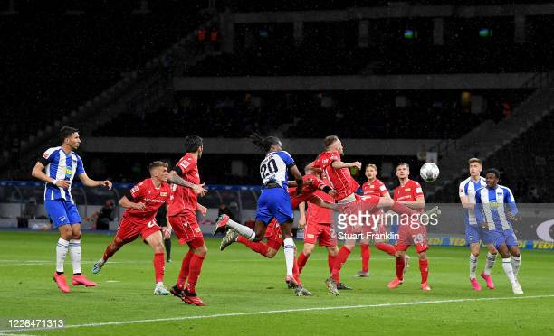 Dedryck Boyata of Hertha Berlin heads his team's 4th goal during the Bundesliga match between Hertha BSC and 1 FC Union Berlin at Olympiastadion on...