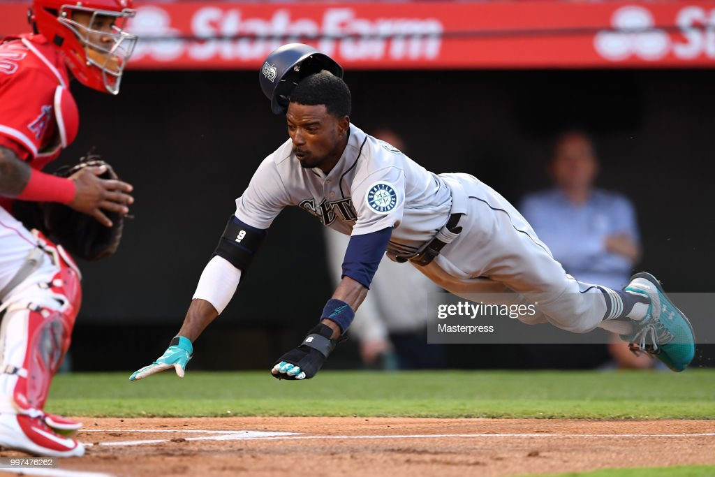 Dee Gordon #9 of the Seattle Mariners in action during the MLB game against the Los Angeles Angels at Angel Stadium on July 12, 2018 in Anaheim, California.