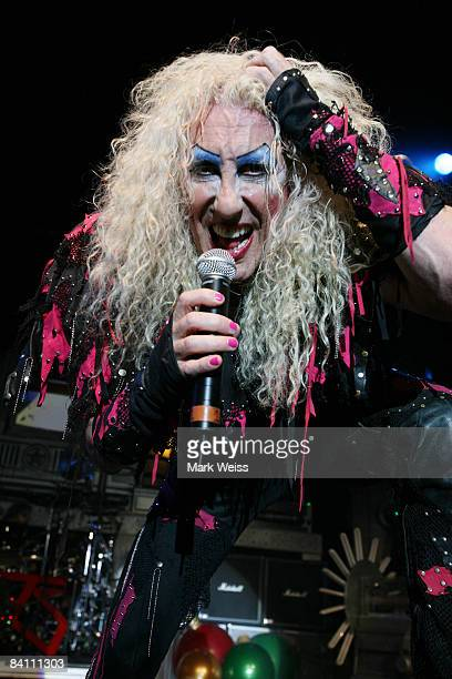 Twisted Sister Christmas.World S Best Twisted Sister Presents A Twisted Christmas