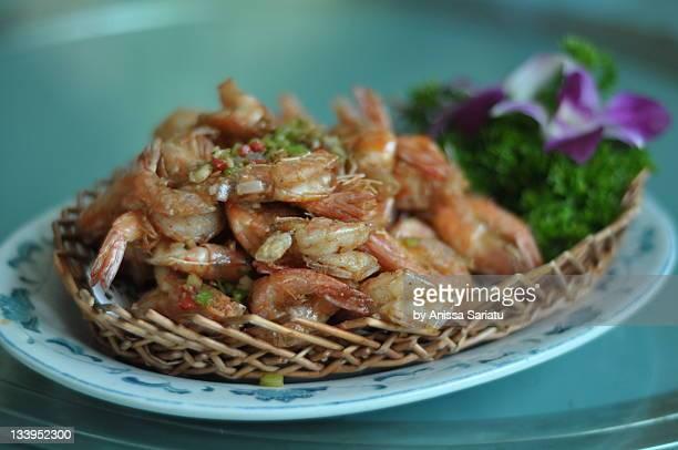 Deep fried prawn with chili and garlic