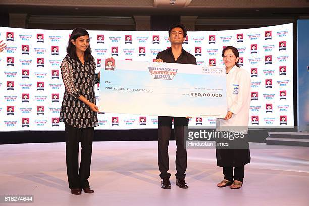 Deepika Warrier Vice President Nutrition Category PepsiCo India and Chef Vikas Khanna give out the 'Quaker Bring Your Tastiest Bowl' prize money to...