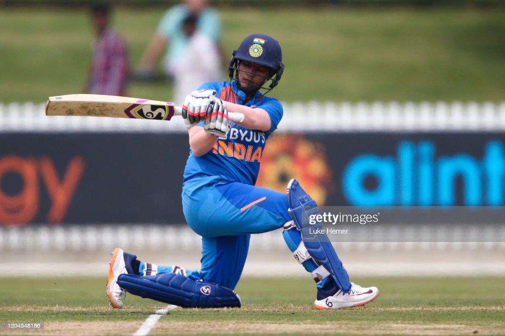 India v England - Women's T20 Tri-Series Game 4 : News Photo