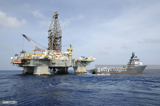 """deepwater horizon"" offshore oil rig and tidewater supply vessel - deepwater horizon stock pictures, royalty-free photos & images"