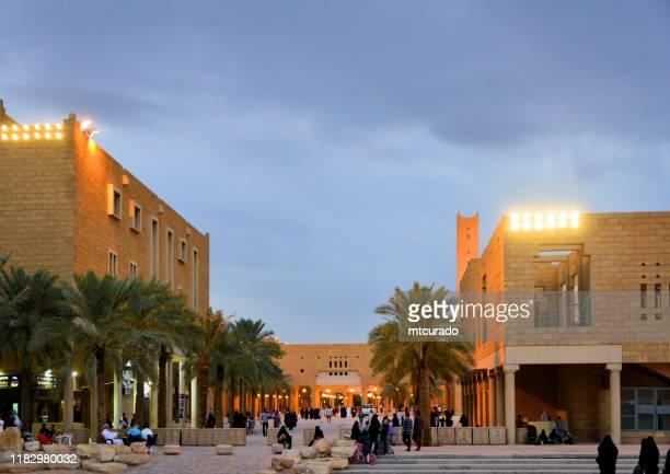 deera/al-safaa/al safah/praça da justiça/chop chop square, onde as execuções públicas acontecem, visto de al masmak square, riyadh, arábia saudita - riyadh - fotografias e filmes do acervo
