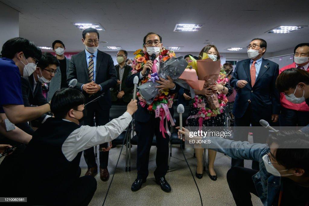 SKOREA-POLITICS-HEALTH-VOTE-VIRUS : News Photo