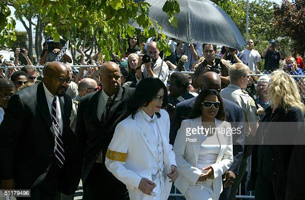 Defendant Michael Jackson and sister Janet Jackson exit the Santa Maria courthouse for a break during the evidentiary hearing in the Michael Jackson...