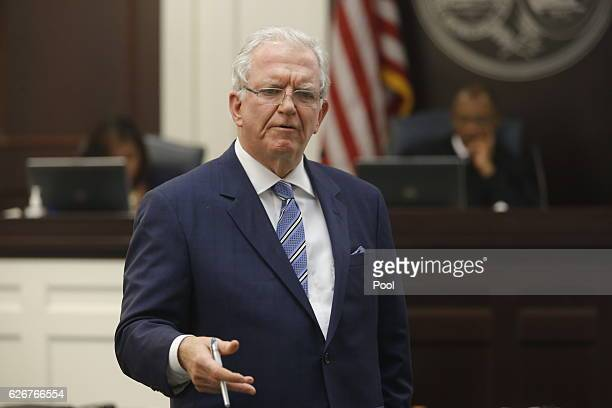Defense attorney Andy Savage speaks to the jury during the murder trial of North Charleston police officer Michael Slager at the Charleston County...