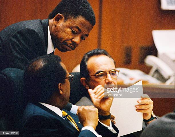 Defense attorney Carl Douglas confers with defense team members Johnnie Cochran and Robert Shapiro during testimony in the O.J. Simpson Criminal...