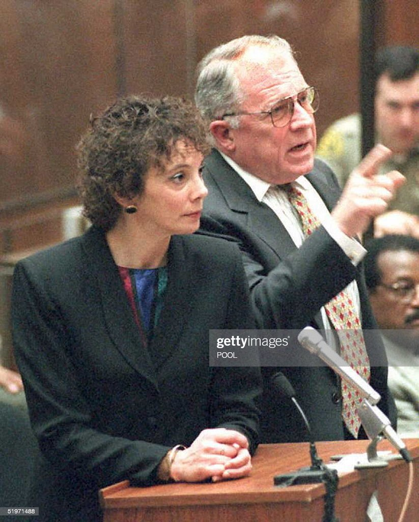 Defense Attorney F. Lee Bailey reacts to prosecuto : Nachrichtenfoto