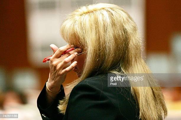 Defense attorney Linda Kenny Baden mimics how Alhambra paramedic firefighter David Riggs checked Lana Clarckson for vital signs during defense cross...