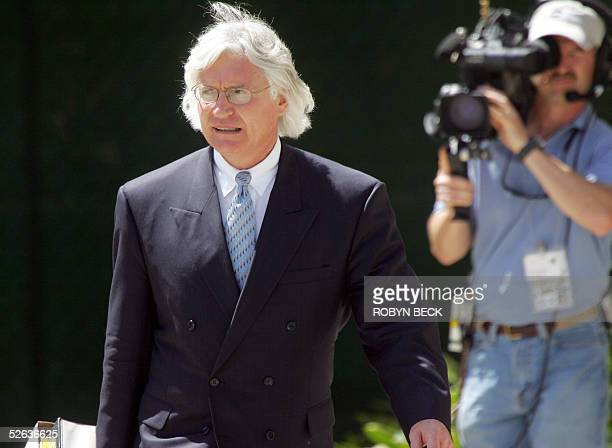 Defense attorney Thomas Mesereau leaves Santa Barbara County Superior Court in Santa Maria California 15 April 2005 after a day of cross examination...