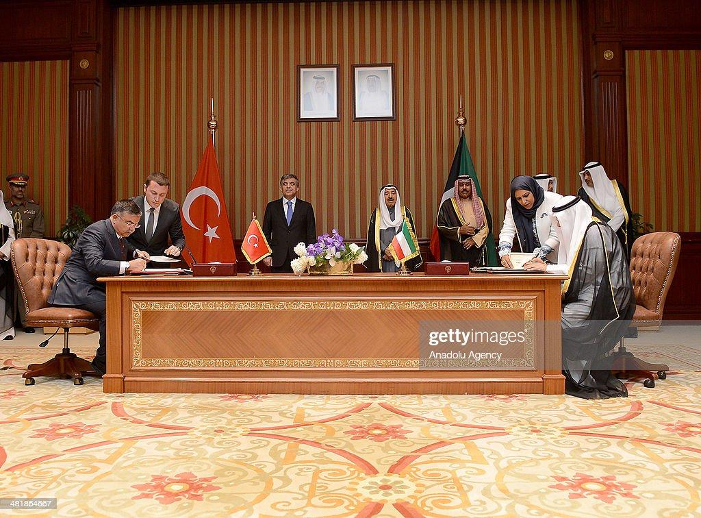 Turkish President Gul in Kuwait : News Photo