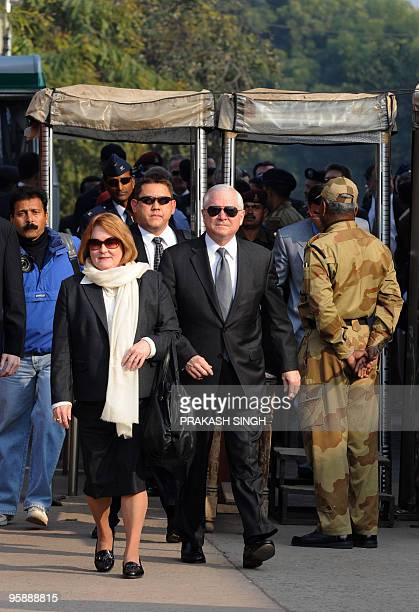 US Defense Secretary Robert Gates and his wife Becky arrive at the Taj Mahal in Agra on January 20 2010 The AlQaeda network poses a serious threat to...