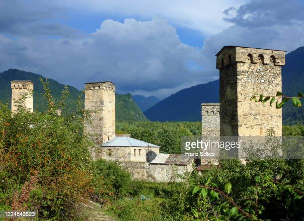 defense towers in mestia, svaneti region, republic of georgia - frans sellies stockfoto's en -beelden
