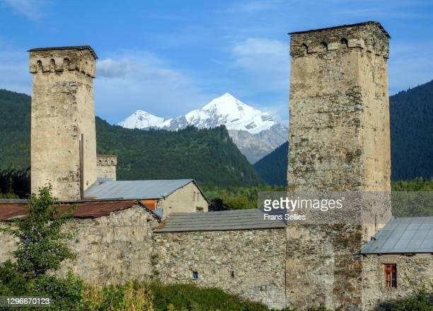 defense towers in mestia, svaneti region, republic of georgia - frans sellies stockfoto's en -beelden