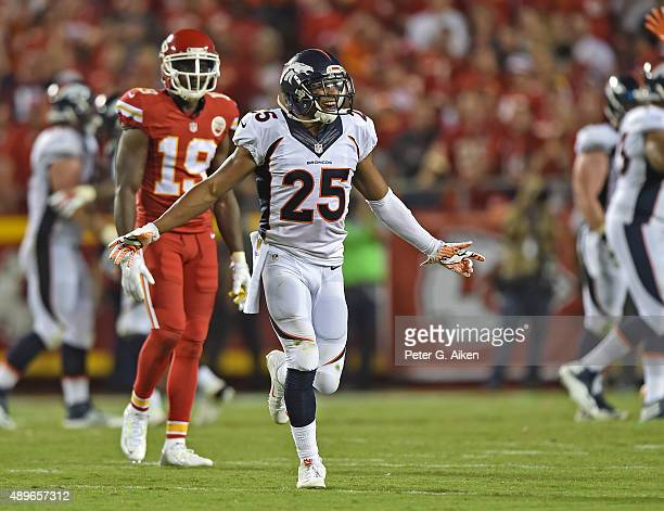 Defensive back Chris Harris Jr #25 of the Denver Broncos celebrates after the Broncos score a late touchdown to beat the Kansas City Chiefs during...