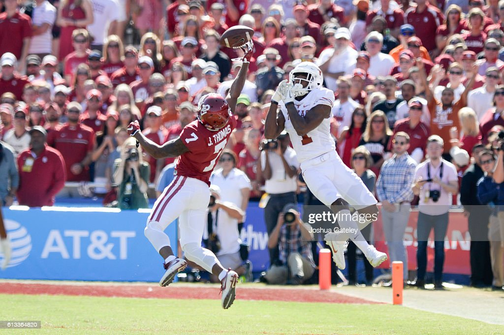 Oklahoma v Texas : News Photo