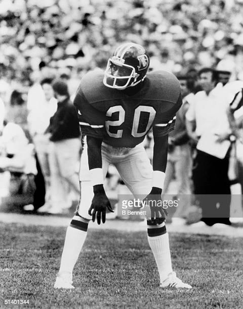 Defensive back Louis Wright of the Denver Broncos gets ready for the snap during a game Louis Wright played for the Denver Broncos from 19751986