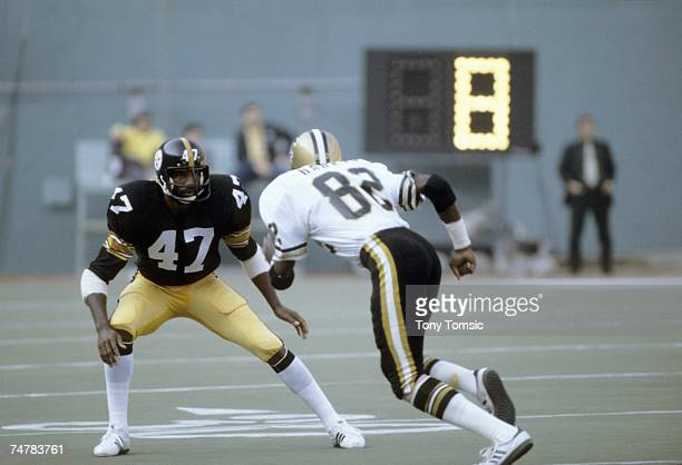 Defensive back Mel Blount of the Pittsburgh Steelers drops back to defend wide receiver Ike Harris of the New Orleans Saints as Harris runs a pass...