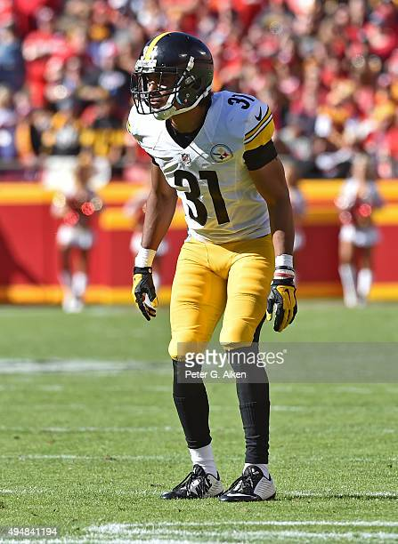 Defensive back Ross Cockrell of the Pittsburgh Steelers gets set on defense against the Kansas City Chiefs during the first half on October 25 2015...