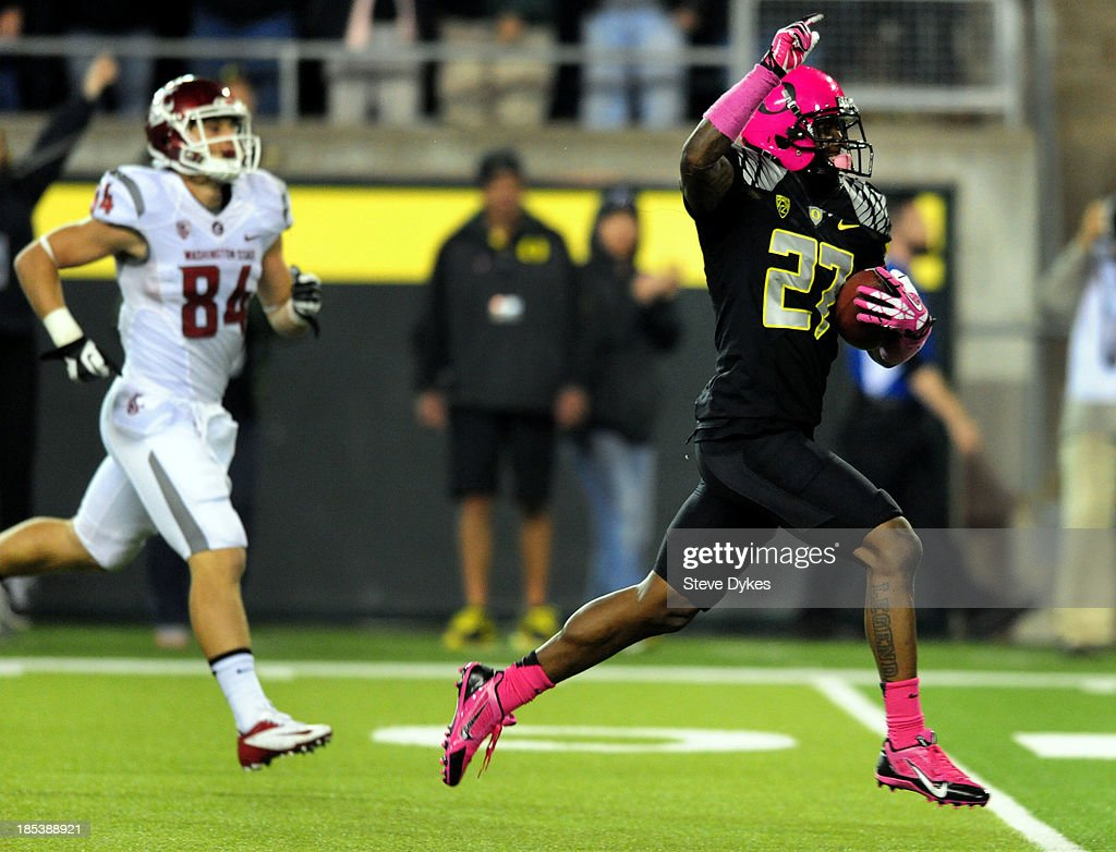 Defensive back Terrance Mitchell #27 of the Oregon Ducks runs back an interception for a touchdown during the fourth quarter of the game against the Washington State Cougars at Autzen Stadium on October 19, 2013 in Eugene, Oregon. Oregon won the game 62-38.