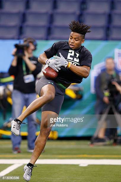 Defensive back Vernon Hargreaves of Florida participates in a drill during the 2016 NFL Scouting Combine at Lucas Oil Stadium on February 29 2016 in...