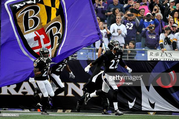 Defensive backs Jimmy Smith and Lardarius Webb of the Baltimore Ravens run onto the field prior to a game against the Pittsburgh Steelers on December...