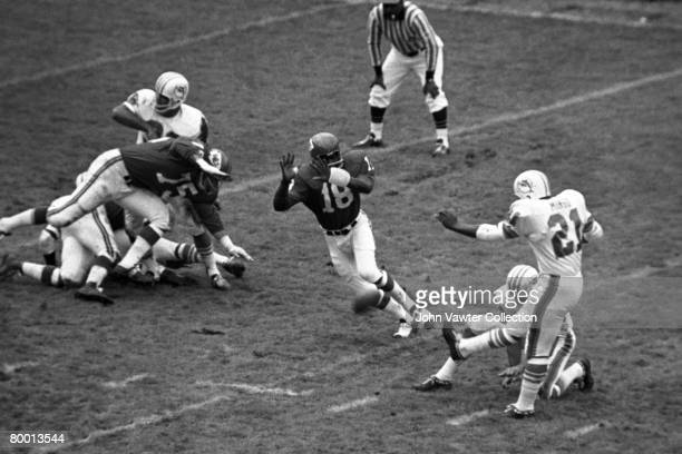 Defensive Emmitt Thomas of the Kansas City Chiefs tries to block the kick of placekicker Gene Mingo of the Miami Dolphins during the first quarter of...