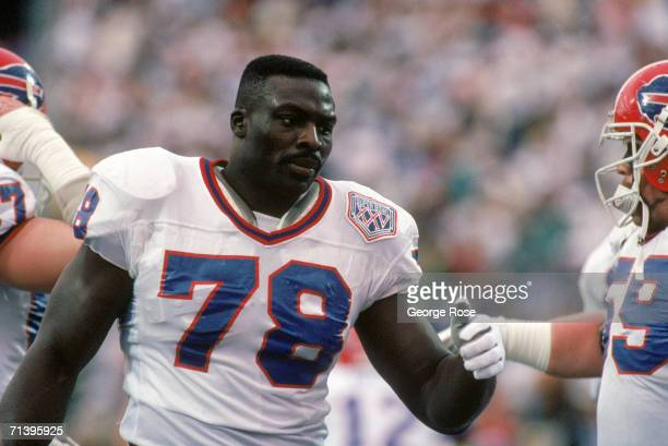 Defensive end Bruce Smith of the Buffalo Bills on the field during Super Bowl XXV against the New York Giants at Tampa Stadium on January 27 1991 in...