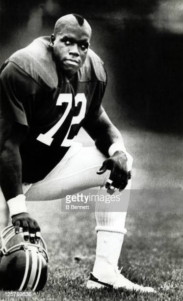 Defensive end Dexter Manley of the Washington Redskins sports a Mohawk haircut during the Redskins training camp on July 25 1983 in Carlisle...