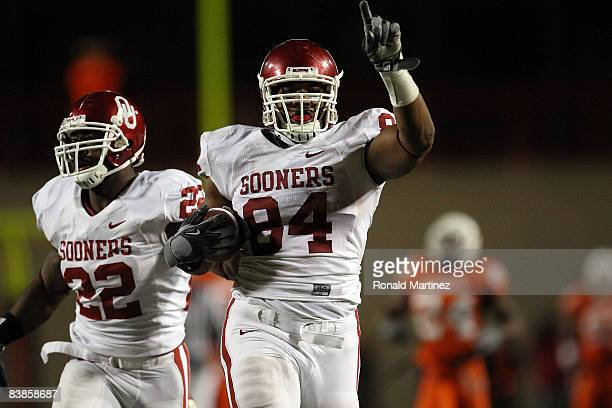 Defensive end Frank Alexander of the Oklahoma Sooners runs for a defensive two-point conversion with Keenan Clayton against the Oklahoma State...