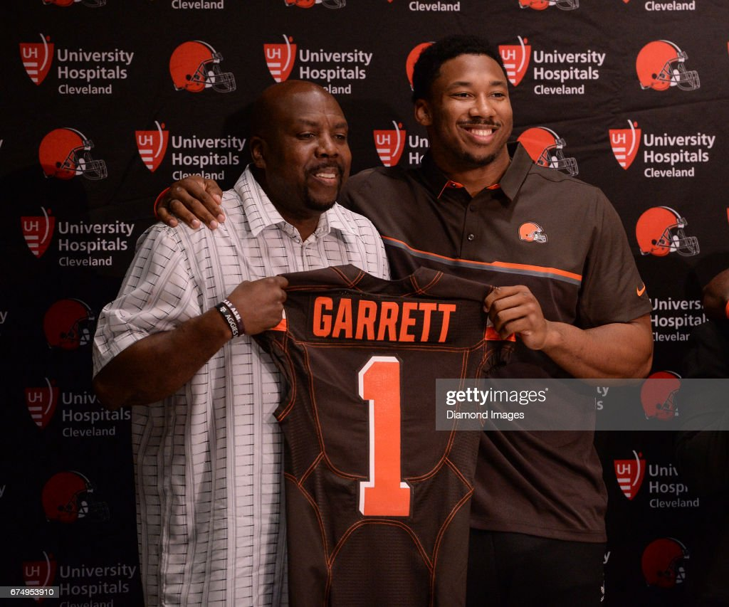 2017 NFL Draft Cleveland Browns First Round Press Conference : ニュース写真