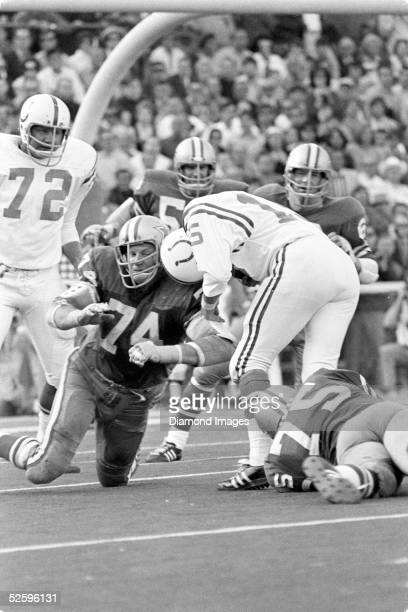 Defensive lineman Bob Lilly of the Dallas Cowboys stops Earl Morrall of the Baltimore Colts during Super Bowl V on January 17, 1971 at the Orange...