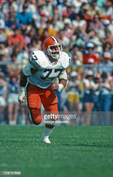 Defensive lineman Lyle Alzado of the Cleveland Browns pursues the play during a preseason game against the Atlanta Falcons at Fawcett Stadium at the...