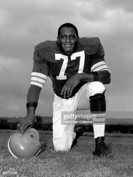 Defensive lineman Willie Davis of the Cleveland Browns poses for a portrait during training camp in July 1959 at Hiram College in Hiram Ohio