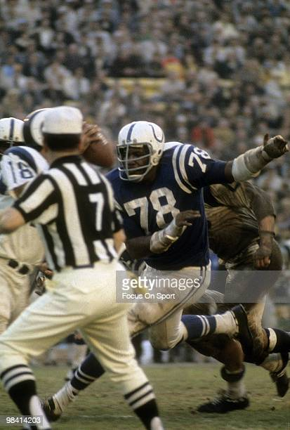 1960s: Defensive Tackle Bubba Smith of the Baltimore Colts chases quarterback Roman Gabriel of the Los Angeles Rams circa late 1960's during an NFL...