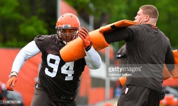 Defensive tackle Carl Davis of the Cleveland Browns participates in a drill during an OTA practice on May 22 2019 at the Cleveland Browns training...