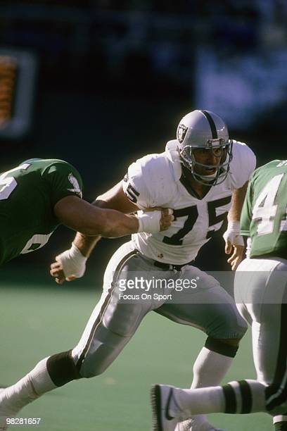 Defensive Tackle Howie Long of the Los Angeles Raiders plays against the Philadelphia Eagles November 8 1992 during an NFL football game at Veterians...