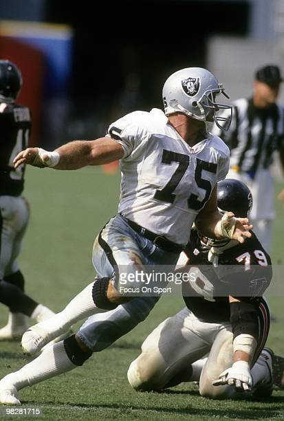 Defensive Tackle Howie Long of the Los Angeles Raiders plays against the Atlanta Falcons September 22 1991 during an NFL football game at Atlanta...