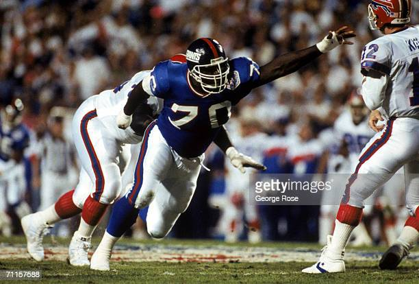 Defensive tackle Leonard Marshall of the New York Giants pressures quarterback Jim Kelly of the Buffalo Bills during Super Bowl XXV at Tampa Stadium...