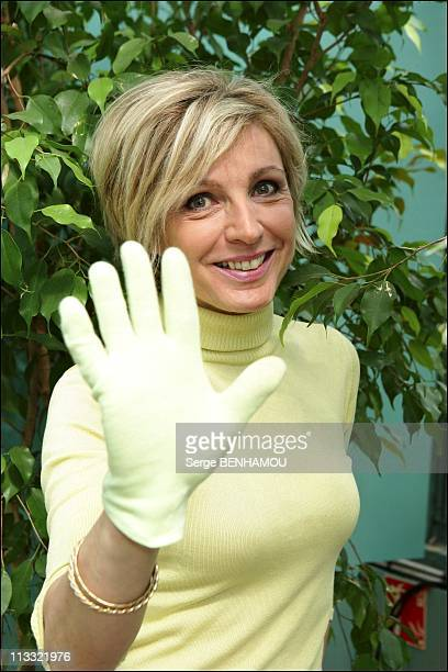 'Defi Pour La Terre' Press Conference With Nicolas Hulot In Paris On May 24Th 2006 In Paris France Here Evelyne Dheliat