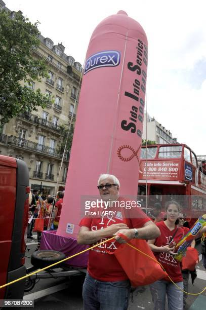 Defile annuel de la 'Marche des Fiertes' qui s'est d'abord appelee Gay Pride puis la Lesbian and Gay Pride puis LGBT Pride pour finalement s'appeler...