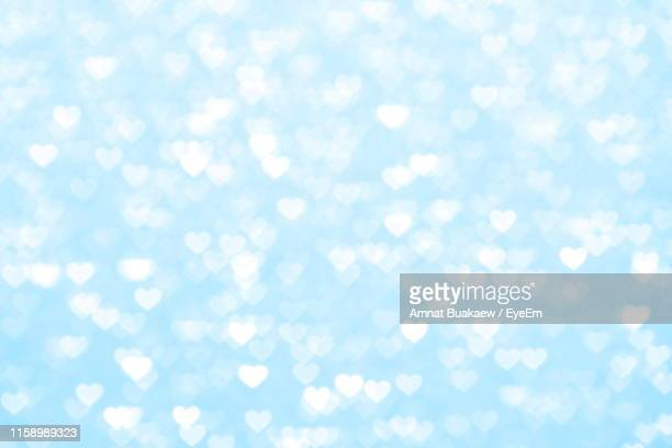 defocused image of christmas lights - heart background stock pictures, royalty-free photos & images