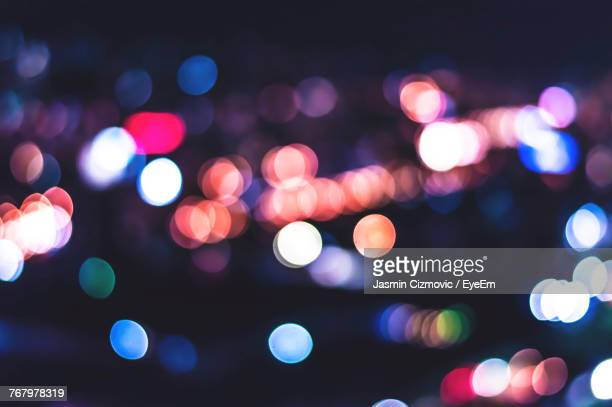 defocused image of illuminated lights - blendenfleck stock-fotos und bilder