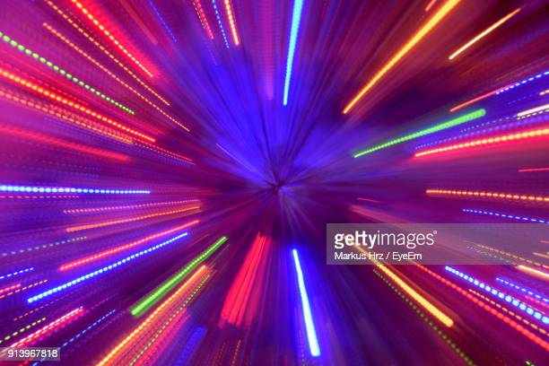defocused image of illuminated lights - licht stock-fotos und bilder
